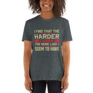 I find that the harder I work – Camiseta unisex Gildan kp64000